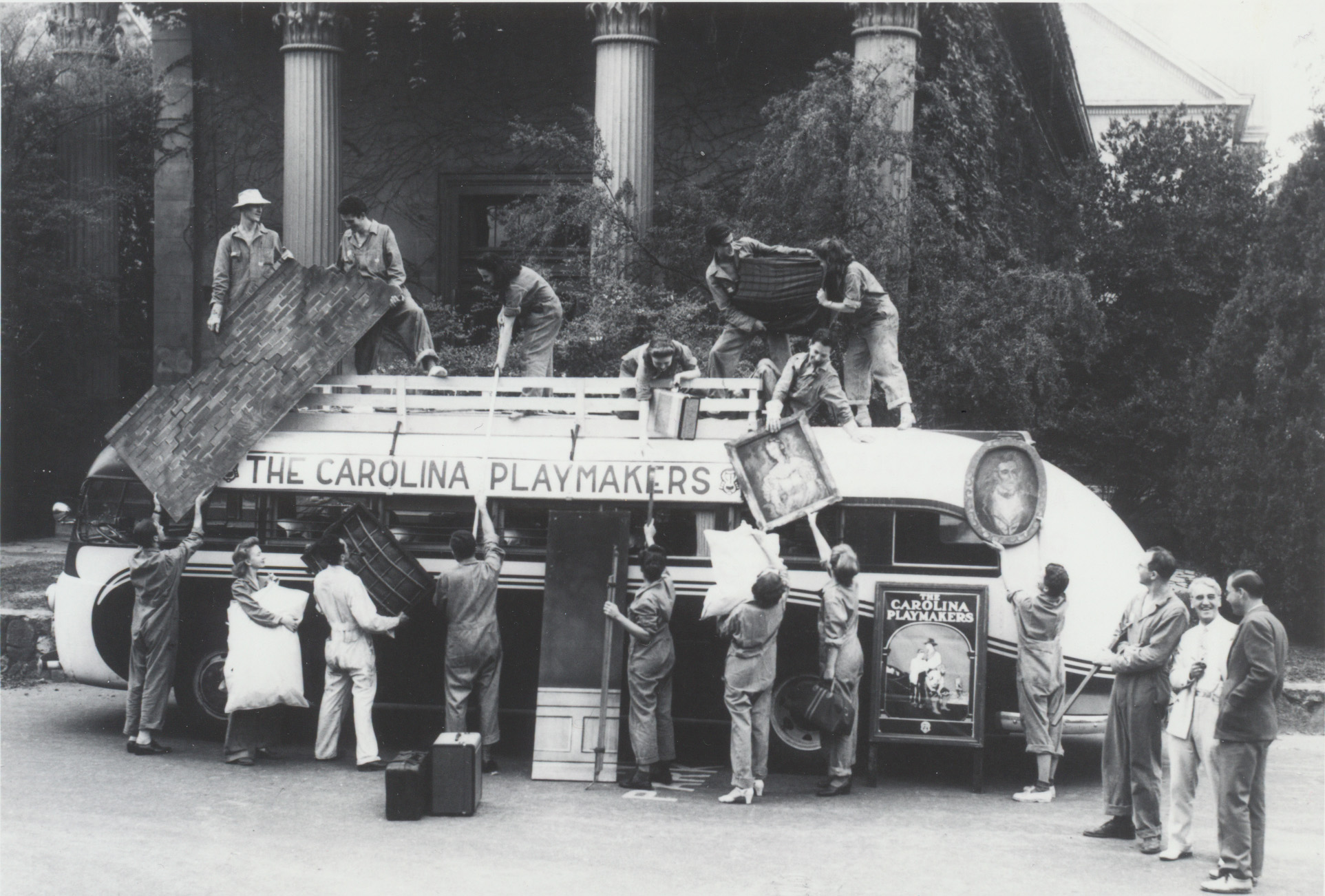 Members of the Carolina Playmakers load a bus with props before leaving on a tour in the fall of 1941. North Carolina Collection, University of North Carolina Library at Chapel Hill
